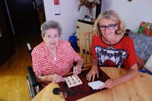 Astrid Gaisberger fördert in individuellen Trainings die Selbständigkeit und geistige Fitness von Senioren.